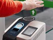 أمازون تختبر طريقة تتيح للعملاء الدفع من خلال مسح كف أيديهم