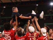 فيفا يحتفل بتتويج فليك بـ5 بطولات خلال 106 أيام مع بايرن ميونخ