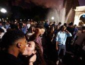 ولا كأن فى كورونا.. رقص وأحضان وقُبلات خلال حفلة لطلاب جامعة نيويورك بأمريكا