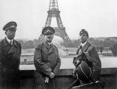 صورة مؤلمة.. هتلر يلتقط صورة أمام برج إيفل معلنا انتصاره