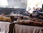 """وزير السياحة يفتح """"تابوت فرعوني"""" أمام العالم ضمن 59 كشفا أثريا في سقارة"""