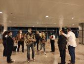 مطار الغردقة الدولى يستقبل أولى الرحلات الفرنسية بالورود.. صور