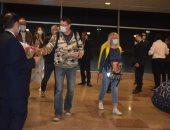 محافظ البحر الأحمر يعلن وصول 163 سائحاً فرنسياً لمطار الغردقة.. فيديو وصور