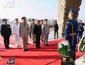 الرئيس السيسى يضع أكاليل الزهور على قبر الجندى المجهول فى ذكرى نصر أكتوبر.. فيديو وصور