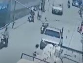 لحظة اختطاف طفل من أمه وهرب المجرمين على دراجة بخارية في جواتيمالا
