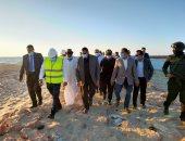 """صور.. محافظ البحيرة يتفقد أعمال تنفيذ مرسى الصيادين """"جونة التراكى"""" بإدكو"""
