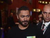 """تامر حسني ونجوم مسرح مصر يحتلفون مع صناع """"الخطة العايمة"""" بالعرض الخاص بأكتوبر"""