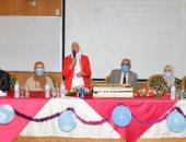 رئيس جامعة المنصورة يهنئ العاملين والطلاب بكلية التمريض لتجديد اعتمادها