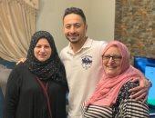 حمادة هلال فى صورة مع خالتيه: حبايب أمى الله يرحمها