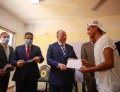 صور.. محافظ القاهرة يؤكد حرص الدولة على توفير حياة آدمية لسكان المناطق العشوائية