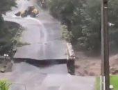لقطات جديدة للحظة انهيار جسر دمرته العاصفة أليكس فى فرنسا