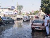 محافظة القاهرة تدفع بسيارات شفط لموقع كسر خط مياه بشارع سكة الوايلى