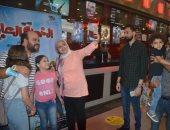 """محمد عبد الرحمن فى جولة لحضور """"الخطة العايمة"""" مع الجمهور بأكتوبر.. صور"""