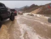 سقوط أمطار في أماكن متفرقة بدولة الإمارات × 5 فيديوهات