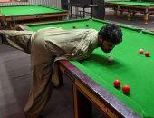 """باكستانى """"مبتور الذراعين"""" يحصد الشهرة بسبب مهارته فى البلياردو.. فيديو وصور"""