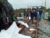 صور.. ارتفاع حصيلة تصادم قطار بحافلة فى تايلاند لـ 20 قتيلا و30 مصابا