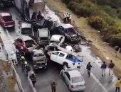 حادث تصادم مروع لـ20 سيارة على أحد طرق تشيلى.. فيديو وصور