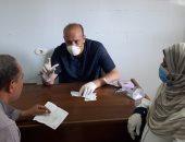 صور.. توقيع الكشف الطبى على 1060 حالة فى 3 قوافل بالغربية