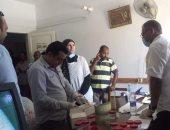 لجنة مفاجئة لإجراء تحليل مخدرات لموظفى الوحدة المحلية في سفاجا.. صور