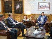 وزير الشباب يلتقى ممثلى اليونيسف بمصر ويتفقد معرضاً لمنتجات برنامج مشوارى