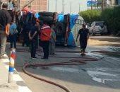 شفط البنزين المسكوب من سيارة نقل مواد بترولية على طريق طنطا الزراعى.. صور
