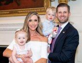 """إيريك ترامب يحتفل بعيد ميلاد زوجته """"لارا"""" بصور عائلية ورسالة رومانسية"""