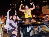 """شماريخ وزفة سيارات ..شوارع لوس أنجلوس تتحول لمهرجان شعبى بعد فوز """"ليكرز"""" بالدورى"""