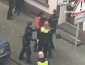 تونسى يتعرض للعنف بيد الشرطة الألمانية على طريقة جورج فلويد.. فيديو