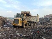 نقل تراكمات القمامة والمخلفات من المقالب العمومية بالشرقية (صور)