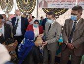 مساعدات نقدية وعينية لـ200 أسرة فى القافلة الاجتماعية بحضور محافظ الغربية.. صور