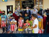 محافظ جنوب سيناء يوزع شنط وأدوات مدرسية على الطلاب غير القادرين