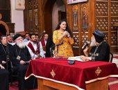 البابا تواضروس يكرم دكتورة متخصصة فى الألحان القبطية