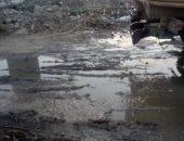 حملة لرفع القمامة من أمام مجمع المدارس في البدرشين بعد شكوى الأهالي.. سيبها علينا