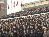آلاف الكوريين الشماليين يرتدون الكمامات الطبية فى العرض العسكرى.. فيديو