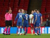 طرد مدافع منتخب إنجلترا بعد صافرة نهاية المباراة أمام الدنمارك
