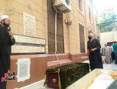 وصول جثمان فتاة المعادى مسجد السيدة نفيسة لأداء صلاة الجنازة