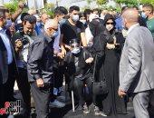 خالد النبوى ومحمود حميدة وإلهام شاهين يصلون الجنازة على محمود ياسين