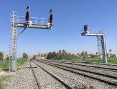 وزير النقل يعلن بدء تشغيل برج إشارات السكك الحديد فى مطاى.. صور