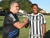 سانتوس البرازيلى يوقف عقد روبينيو بسبب قضية جنسية