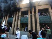 متظاهرون مؤيدون للحشد الشعبي يحرقون مقر الحزب الديمقراطي الكردستاني فى بغداد