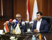 وزير الرياضة يجتمع بالجناينى ومحمد فضل