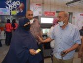 المترو يواصل تقديم تذاكر مجانية بمحطات نجيب والدقى وساقية مكى.. صور
