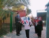 مدارس الوادى الجديد تستقبل طلابها بالورود والأعلام فى أول يوم دراسى.. صور