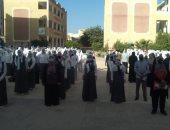 طلاب كفر الشيخ يرتدون الكمامات فى أول أيام العام الدراسى الجديد.. صور