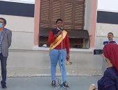صوت من الجنة..عبدالرحمن يبدع فى قراءة القرآن بطابور الصباح بمدرسة السعيدية(فيديو)