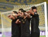 الاتحاد الأفريقي لكرة القدم يبرز احتفال لاعبي الاهلي على طريقة مؤمن زكريا