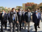 جامعة عين شمس تنتهى من رفع المناهج الدراسية على المنصات التعليمية