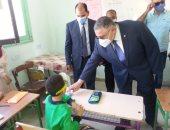 محافظ البحر الأحمر يتفقد مدارس الغردقة فى أول أيام العام الدراسي..صور
