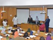 نائب رئيس جامعة أسيوط يتفقد عددا من كليات الجامعة فى أول يوم دراسى