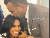 شاهد محمود الليثى يقبل رأس أمينة  x صورة